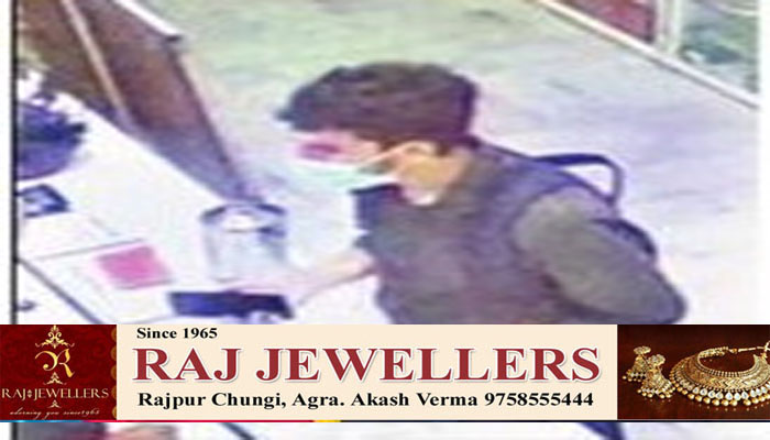 Thieve run away with Rs 20000 cost Mobile from Showroom at Sanjay Place Agra #agranews