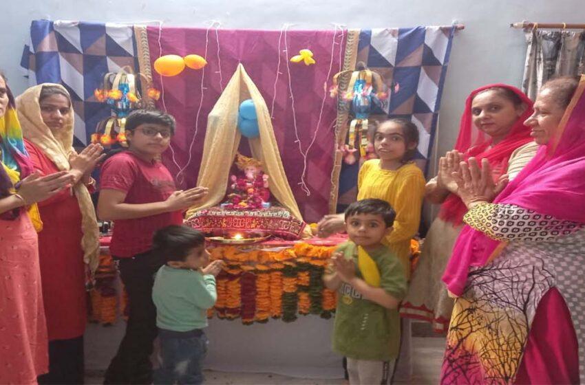 Ganpati Bappa Morya's cheers are echoing in Agra.Notnani Mitra Mandali did the immersion.